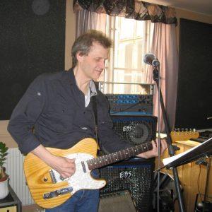 Ralph Nilsson på gitarr